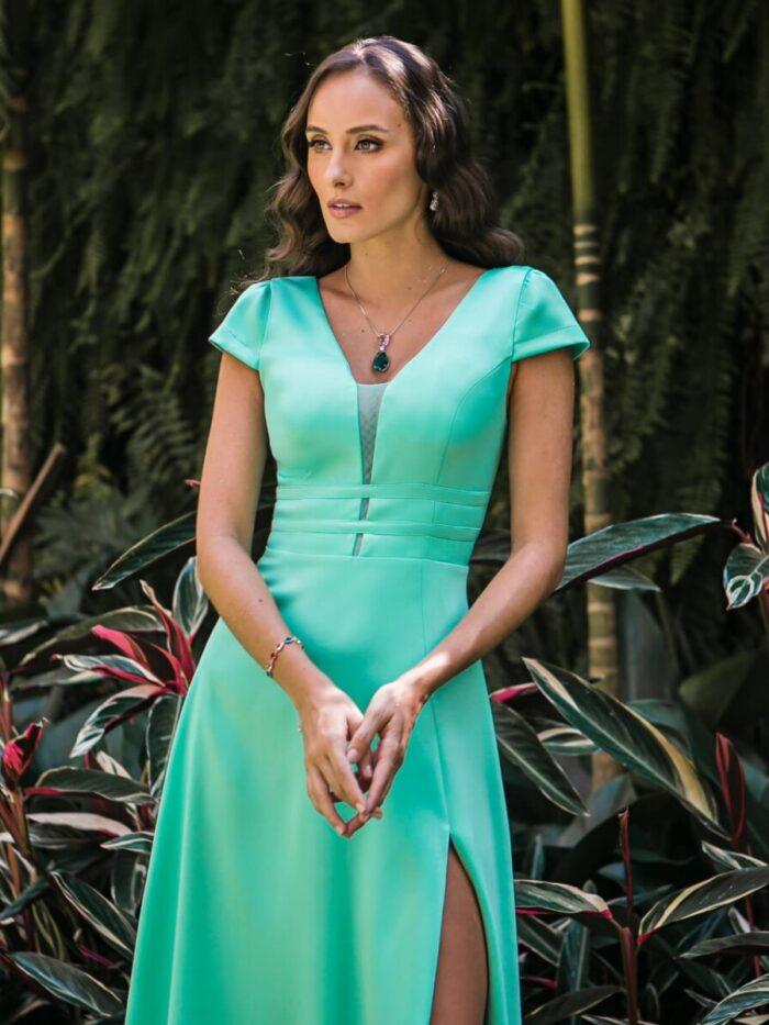 Vestido de verde Tiffany, busto trançado e saia com fenda